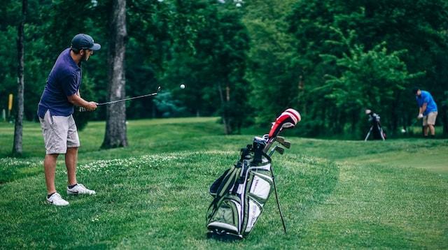 Personas Man Golfing